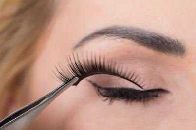 10 Best Natural-Looking False Eyelashes for Ladies