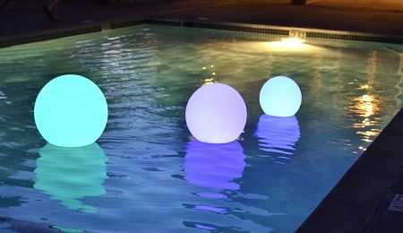 Best Floating Pool Lights Buying Guide for 2020